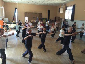 Pratique du Tai Ji style yang par les élèves de la Master Classe à Cluny