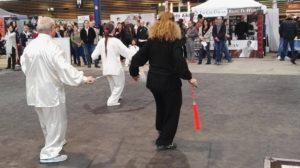 Démonstration Tai Ji Quan épée par l'Académie Tian Long, face à son stand de la Japon Touch de Lyon 2017