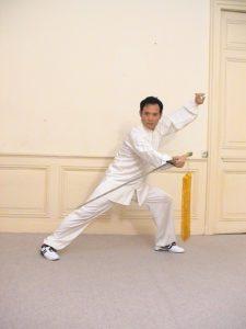 Maître SUN Fa pratiquant duTai Ji Quan avec épée, à l'Académie Tian Long Lyon