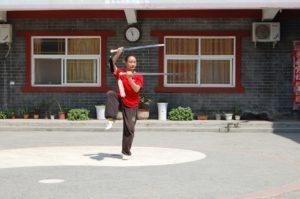 Double épée en démonstration à Chenjiagou, lors du voyage de l'Académie Tian Long, été 2017