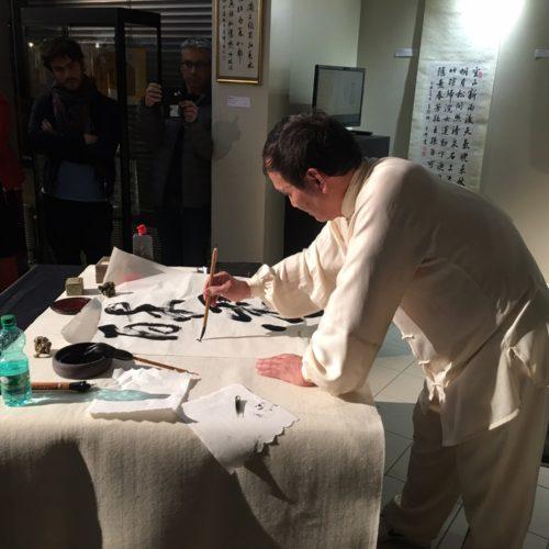 Démonstration de calligraphie de Maître SUN au Centre culturel EOLE de Craponne-69